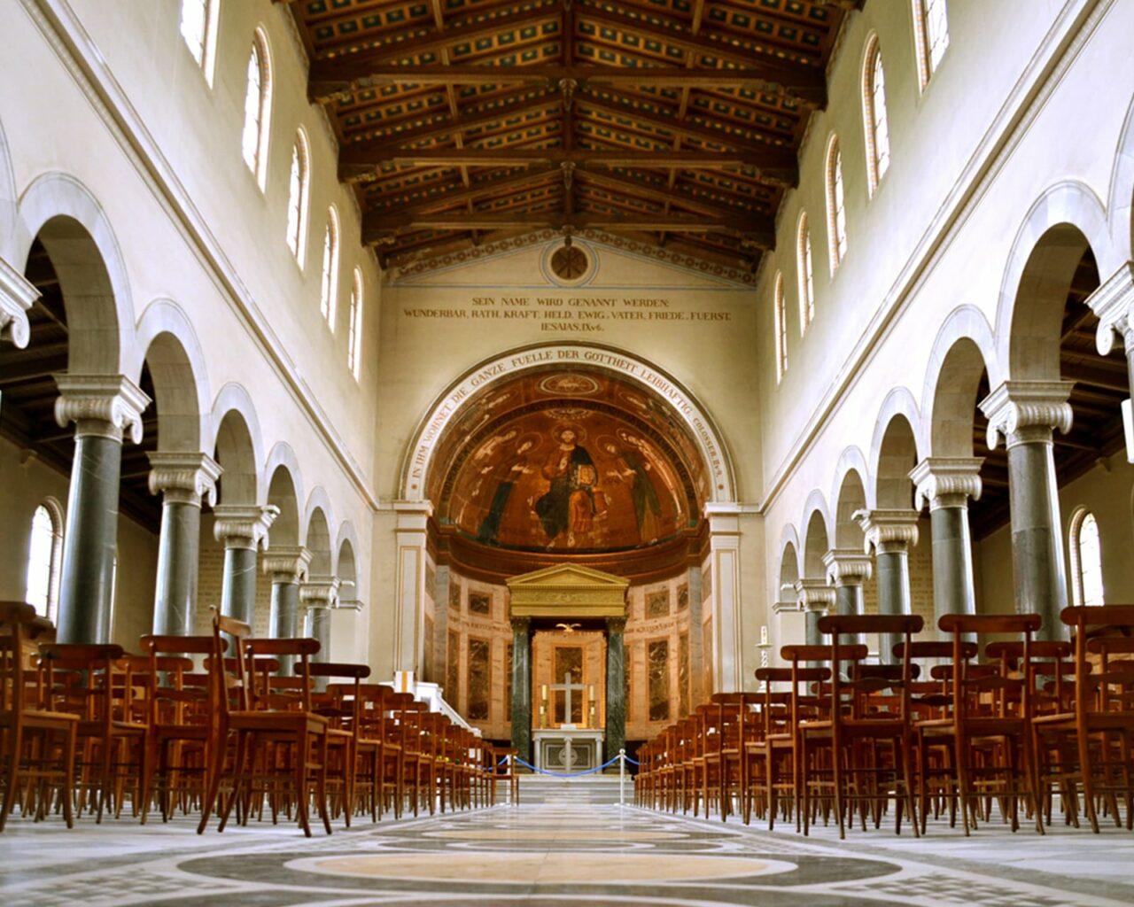 Friedenskirche Mittelgang C Schweiger Design